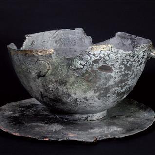 Cup with broken handle