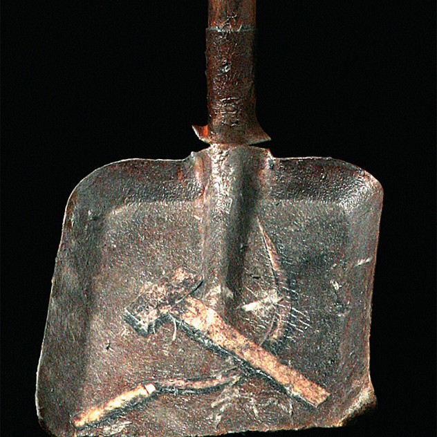 Spade with hammer and sickle No. 1