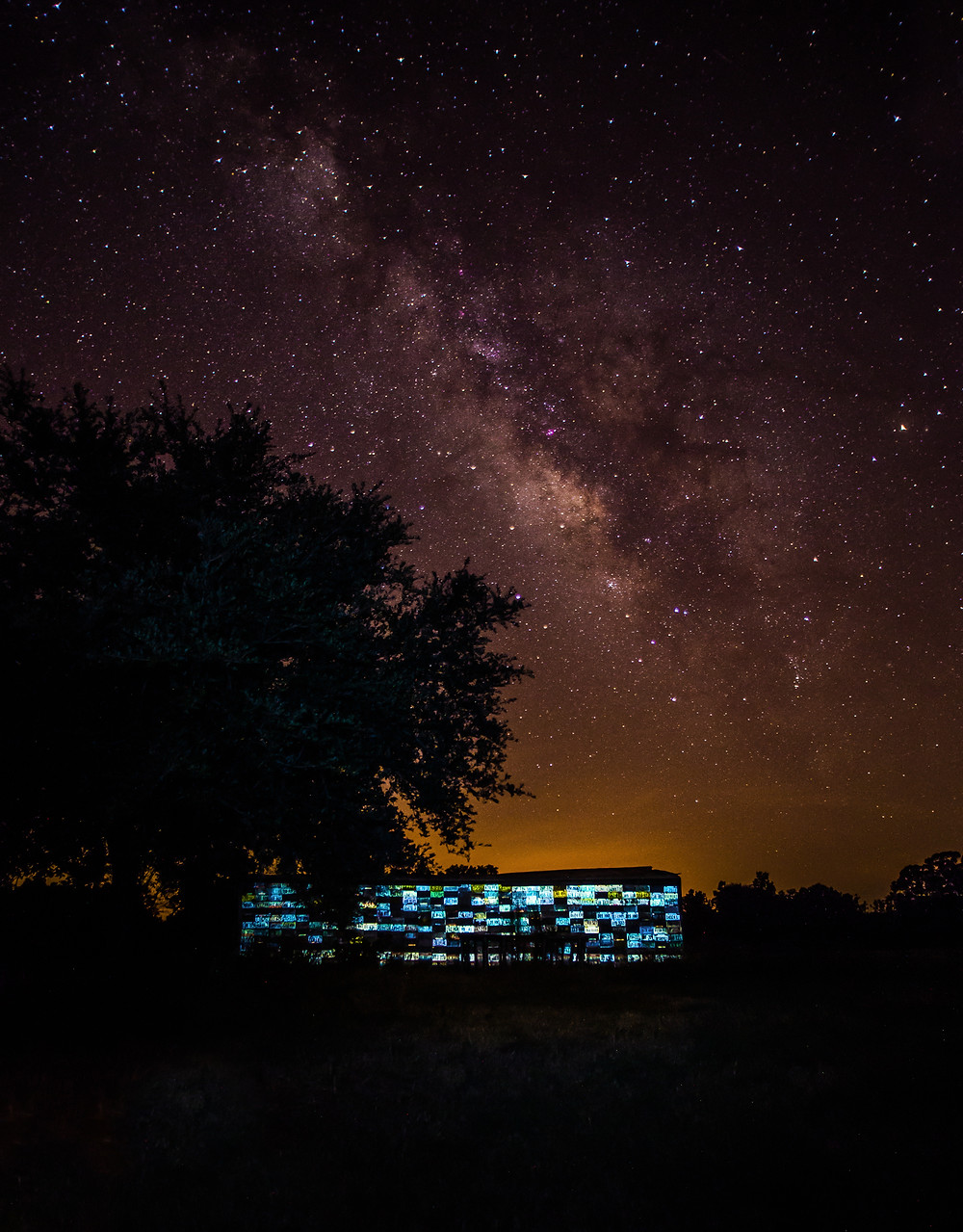 Milky Way/License Plate Barn f3, 20seconds, ISO 2000