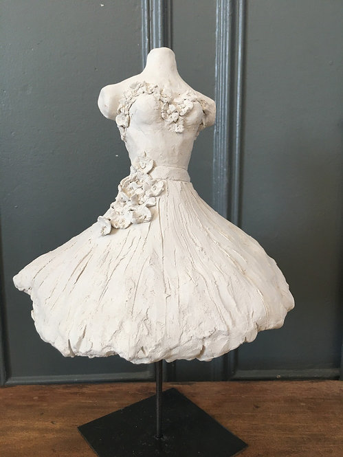 Robe blanche aux fleurs