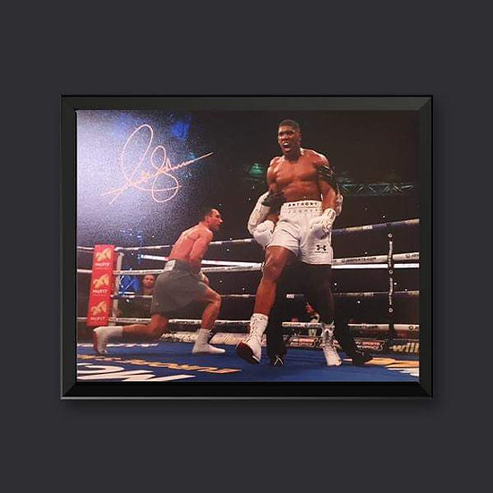 Anthony Joshua Signed Boxing 10 x 8 Picture.