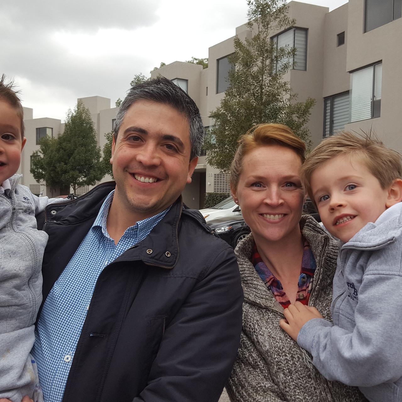 Lisa en Jorge met hun twee prachtige zoontjes Oliver en Lucas.