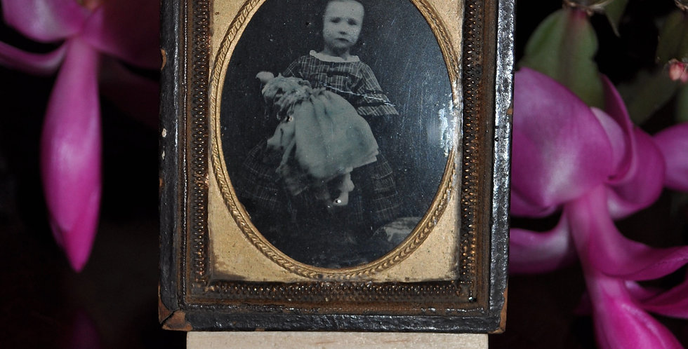 AMBROTYPE PHOTO OF A LITTLE GIRL