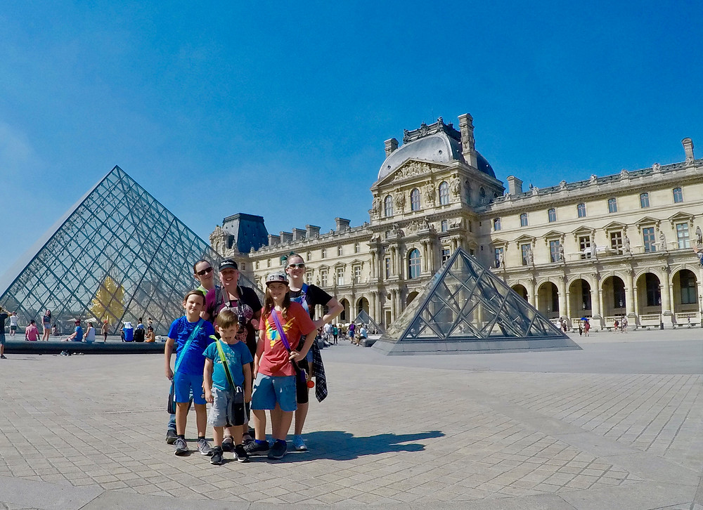 Family in front of the Louvre.