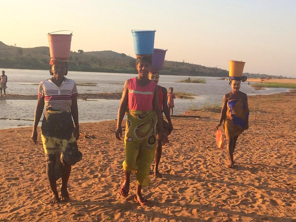 femmes sceaux sur la tête Madagascar