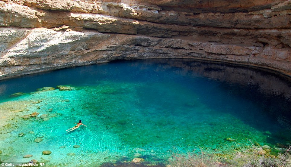 Bimmah Sinkhole eau bleue