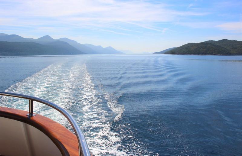 croisière en croatie vue arrière bateau