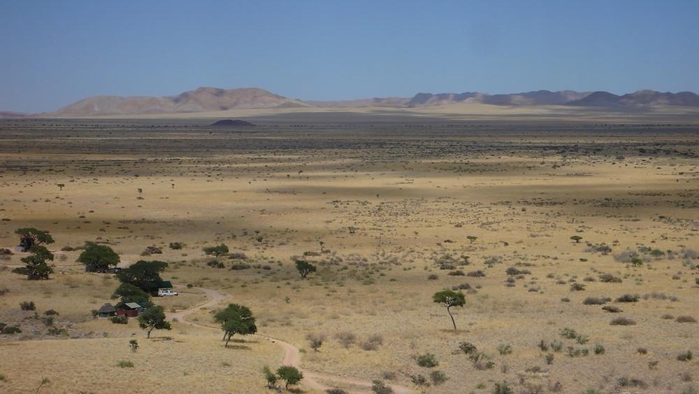 road trip dans le désert en namibie