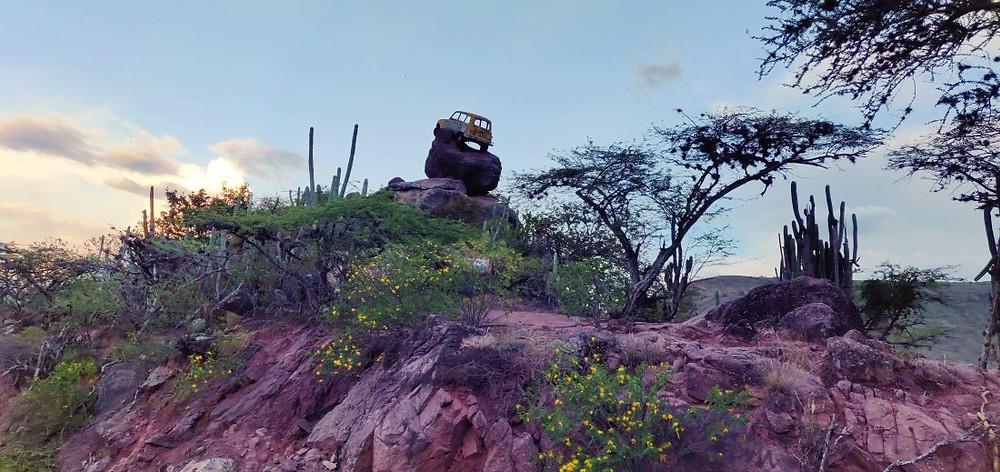 Voiture sur rocher Zapatoca