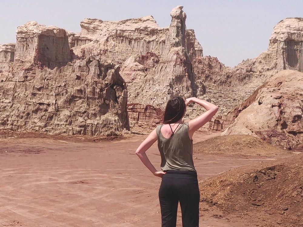 regard vers canyon sel rose Danakil Ethiopie
