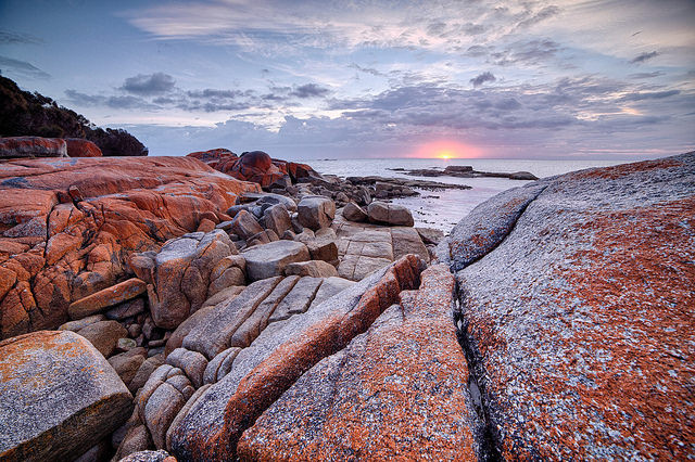 coucher de soleil Bay of Fires en Tasmanie