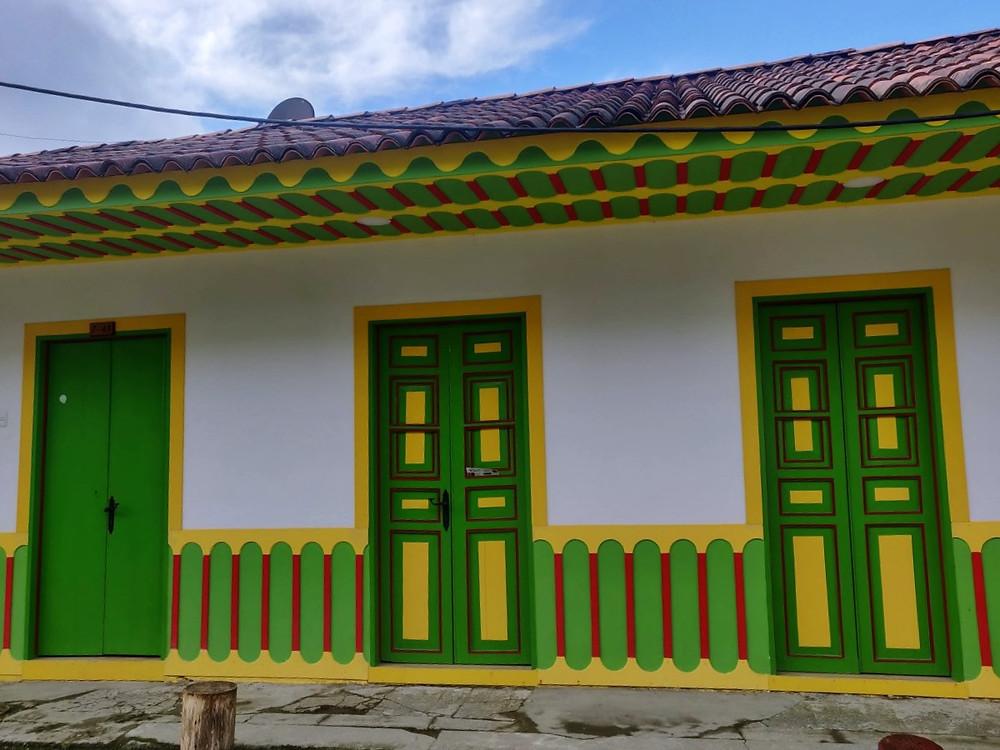 Portes vertes et jaunes Filandia Colombie
