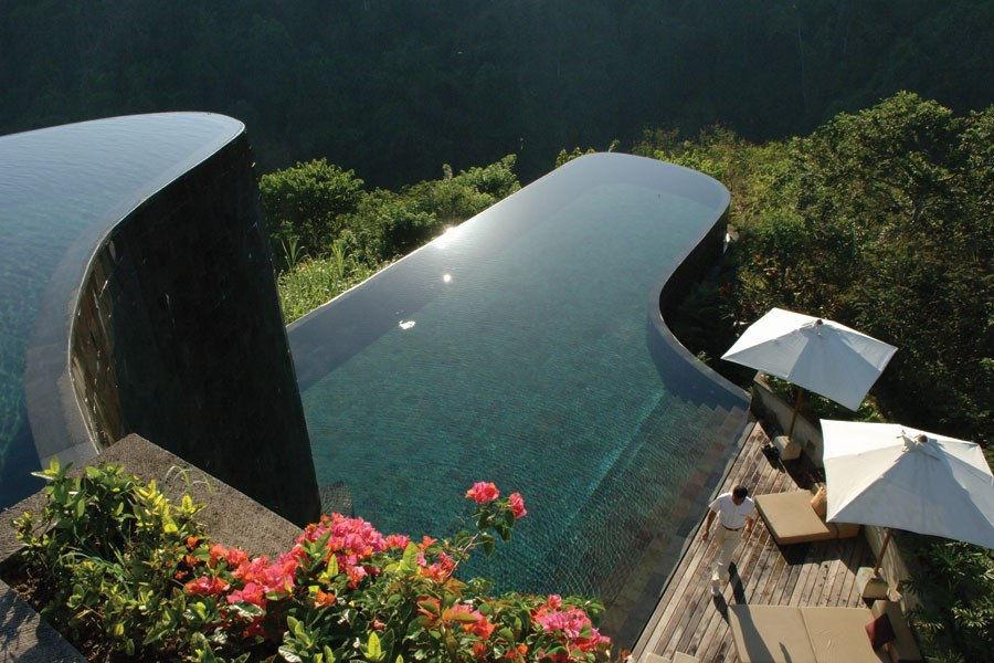 plus belle piscine du Monde et parasols