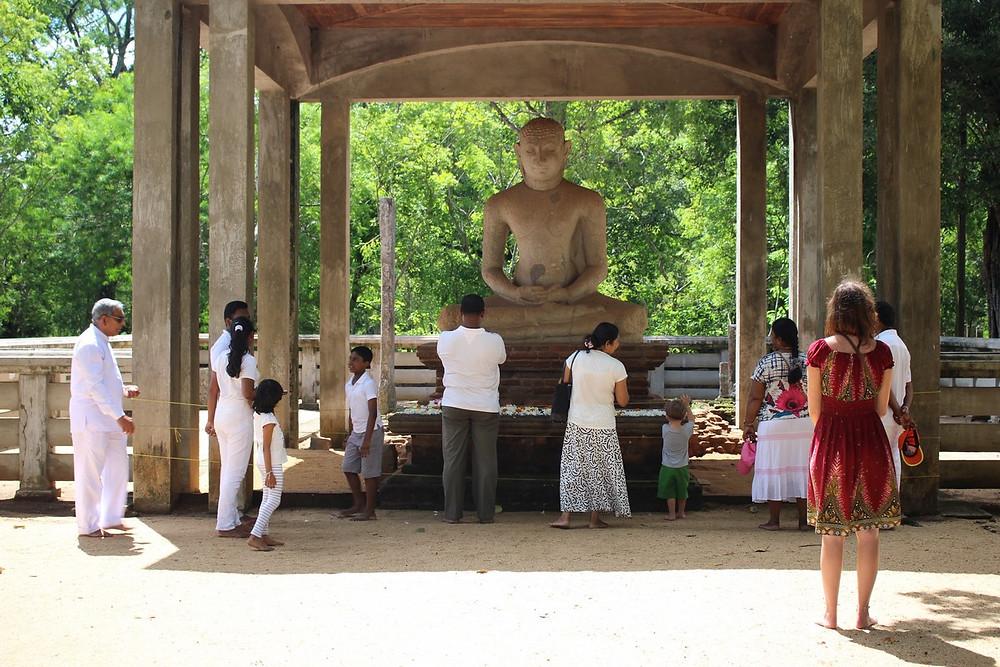 bouddha assis Anuradhapura