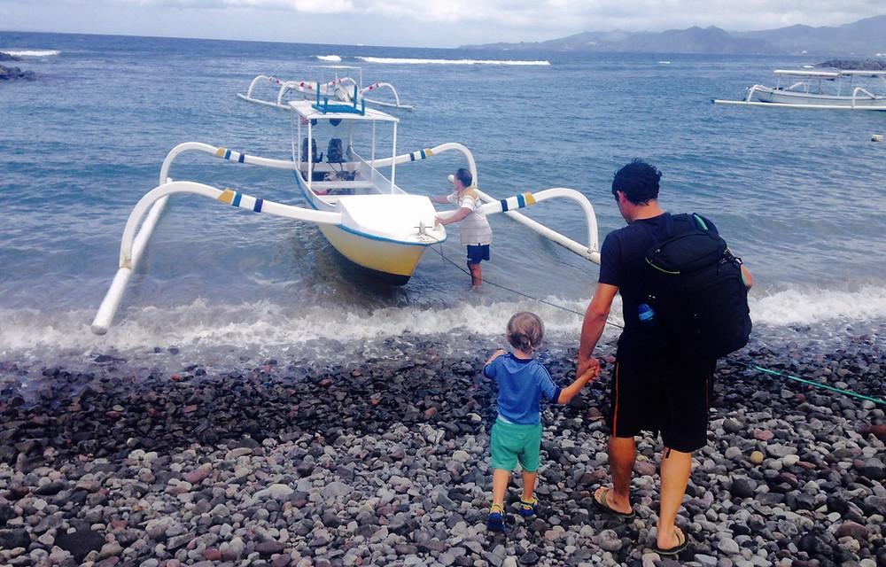 candi dasa bateau pour la plage