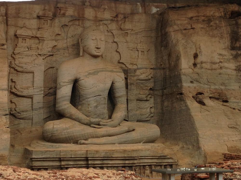 Gal Vihariya Polonnaruwa bouddha assis