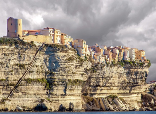 La falaise de Bonifacio en Corse, France