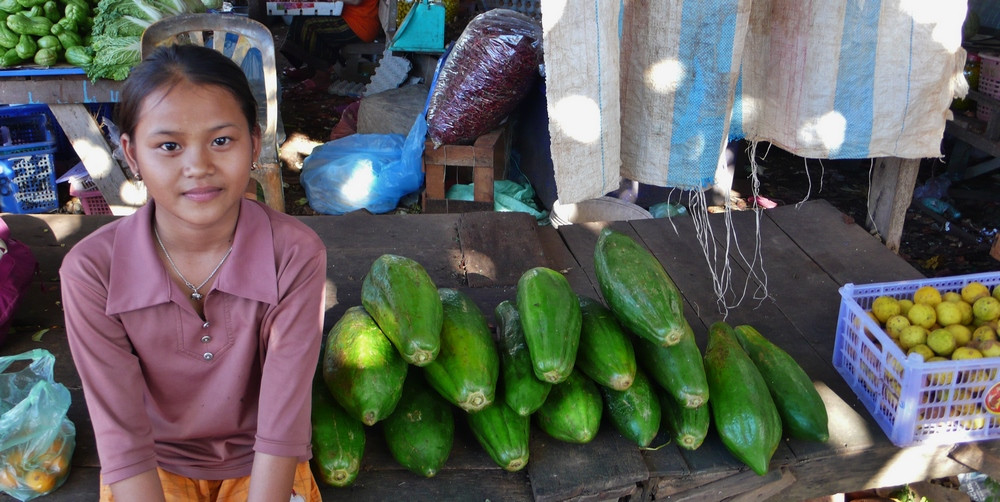 Fillette sur marché  Don Khong 4000 îles Laos voyage