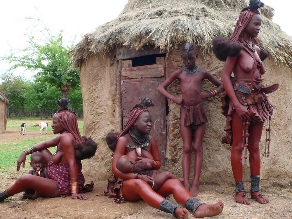 femmes et enfants himbas namibie