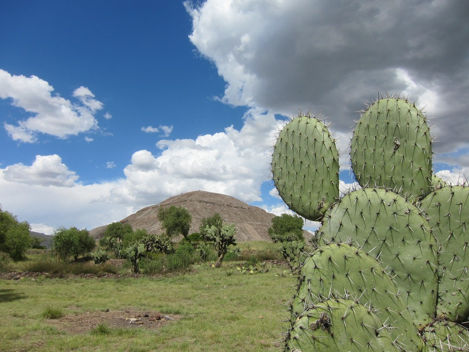 pyramide du soleil de Teotihuacan mexique