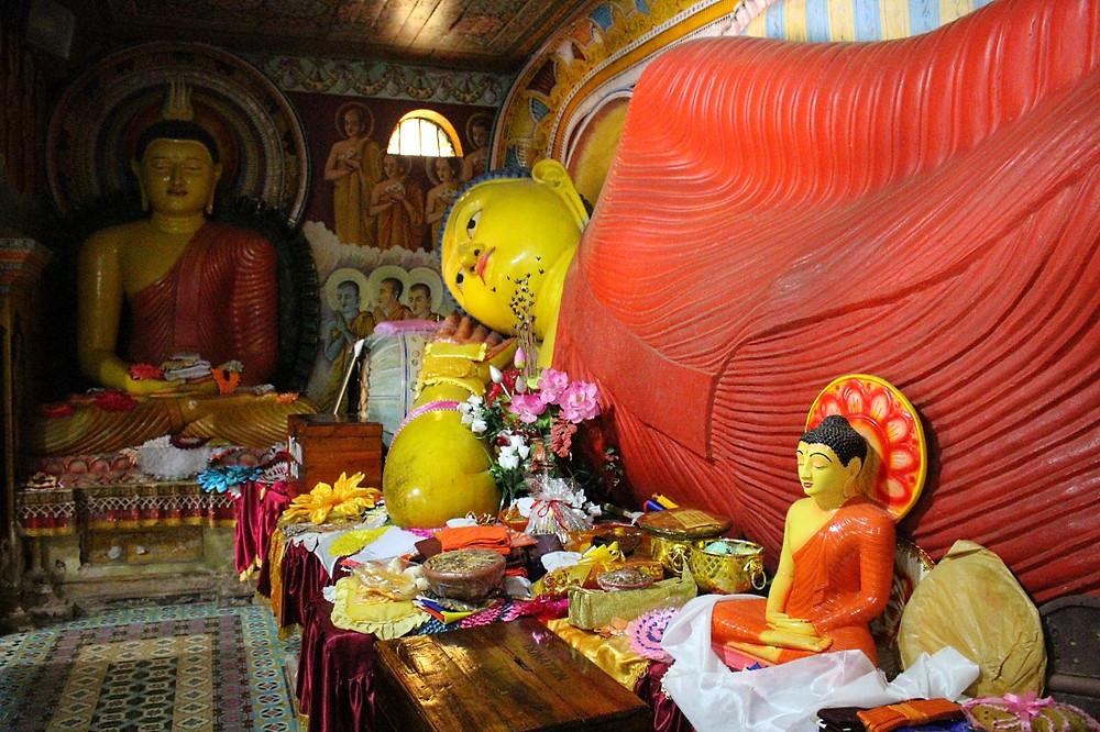 anuradhapura bouddha coloré