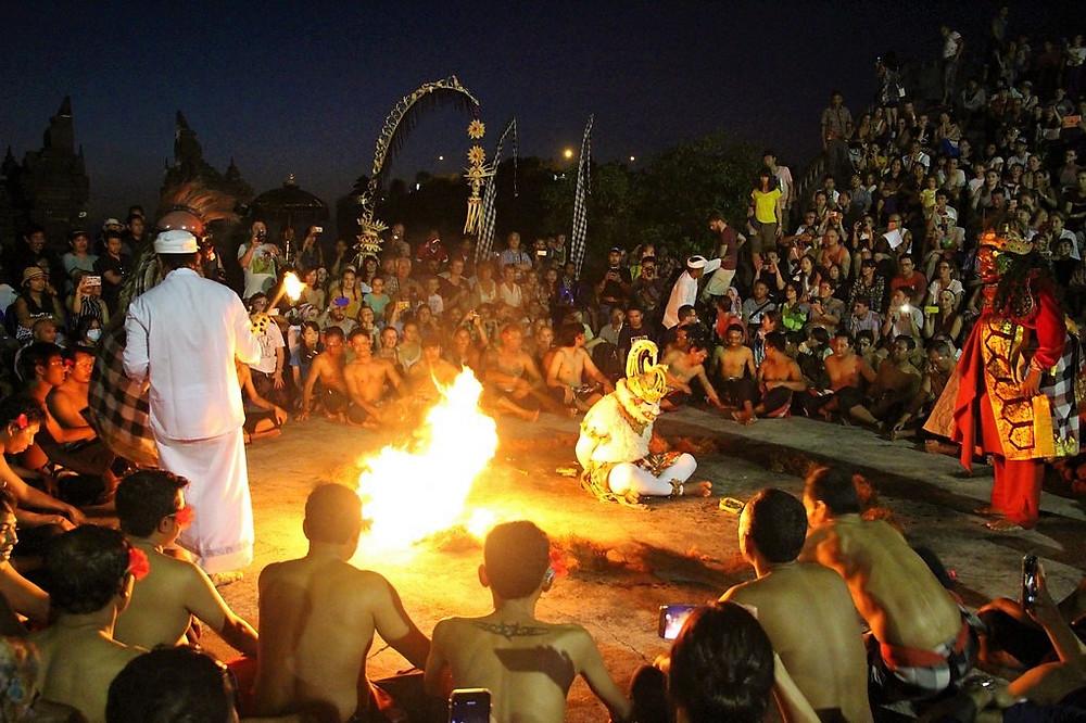 kecak feu danse uluwatu temple