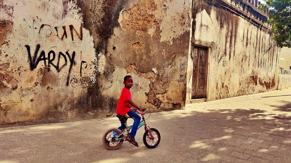 ruelle stonetown vélo