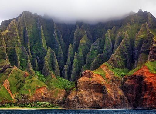 La côte de Nā Pali sur l'archipel d'Hawaï