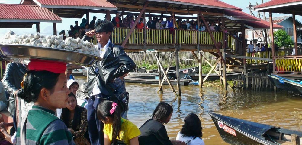 Lac Inlé  Birmanie spectateurs