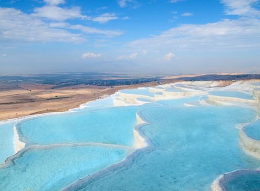 Le château de coton : Les piscines thermales de Pamukkale en Turquie