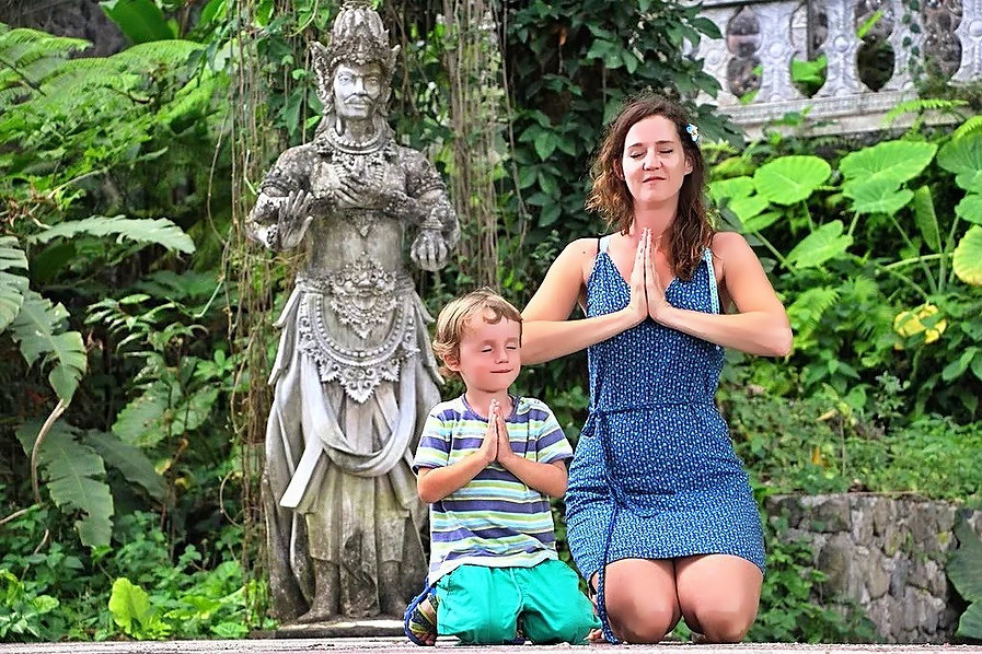 Bali temple avec enfants