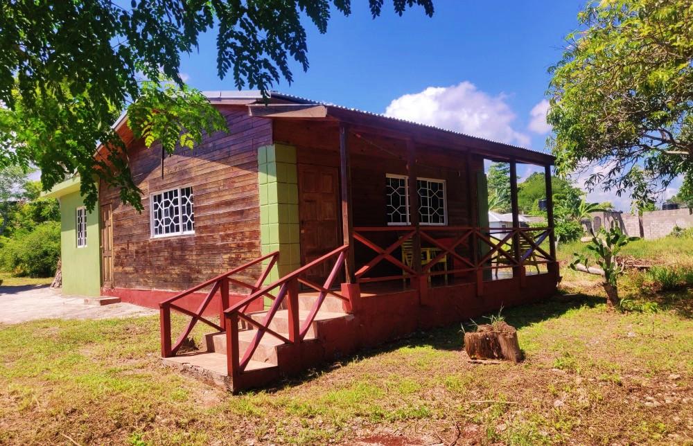 Homey Jamaican Studio Ochos Rios