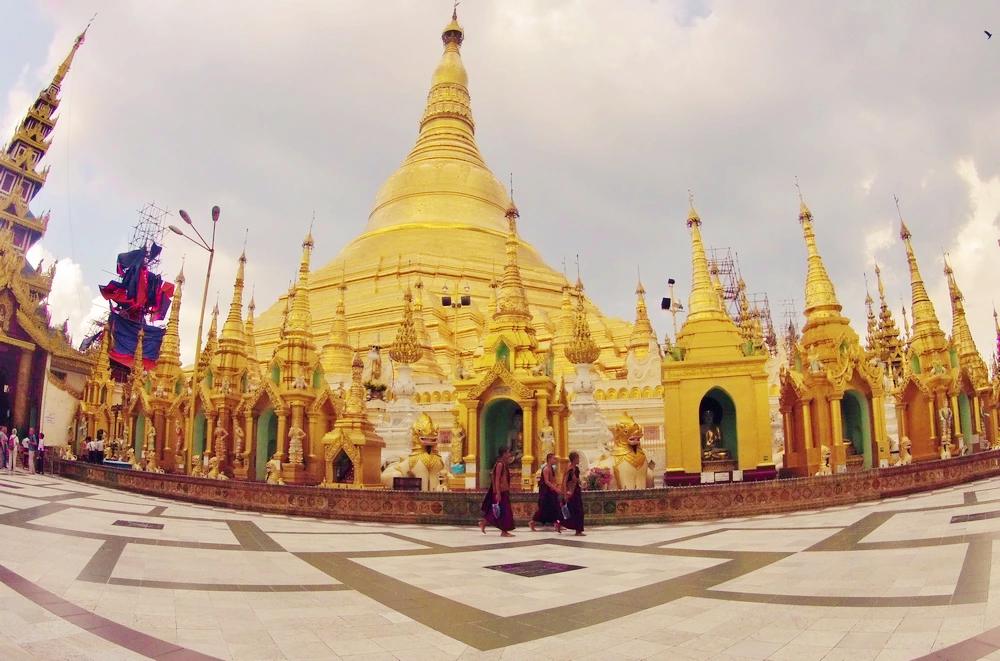 Plus grande pagode Yangon birmanie