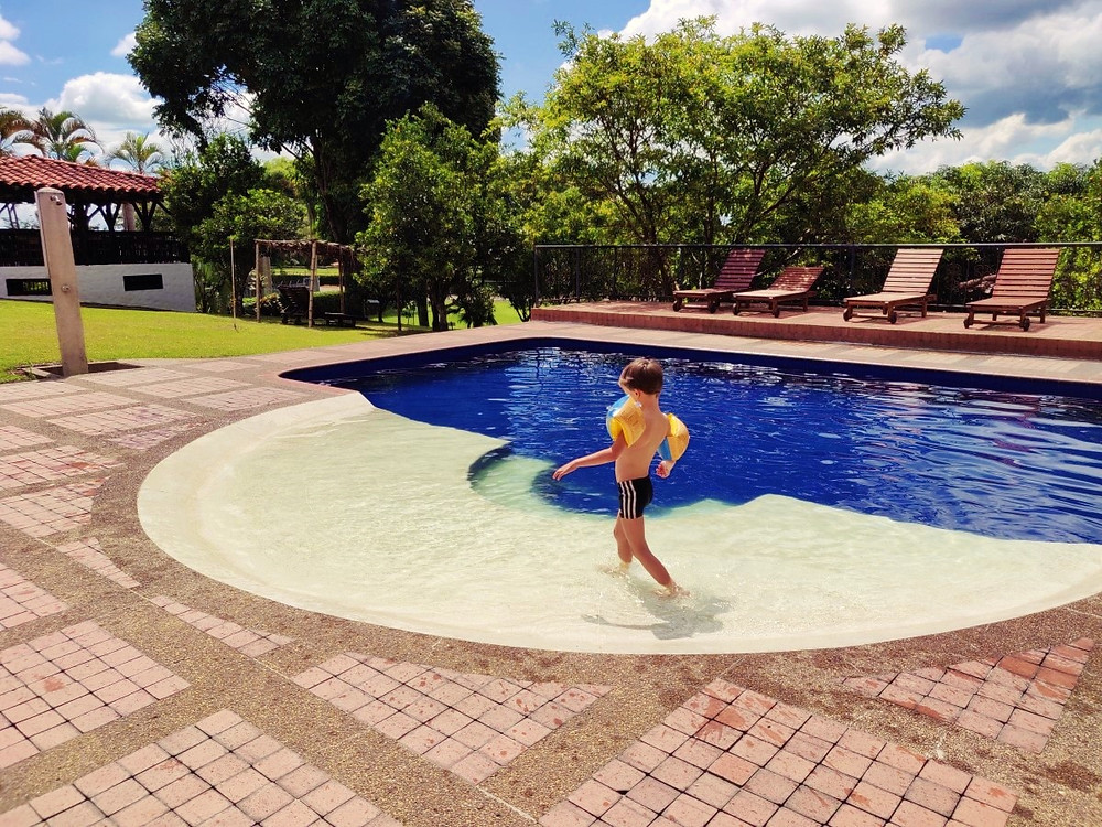 Hotel piscine Alcala Colombie