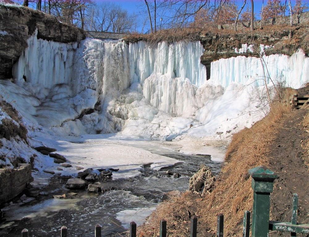 La cascade Minnehaha gelée