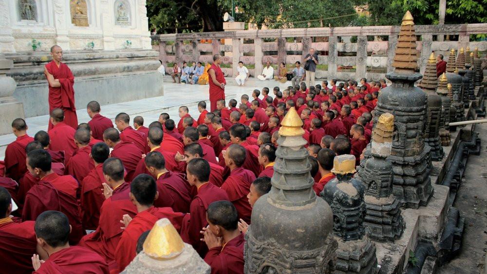 Moines prière Bodhgaya - Mahabodhi