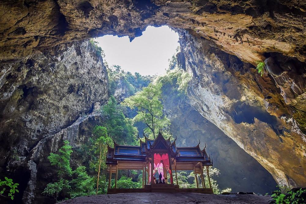temple Phraya Nakhon en Thaïlande