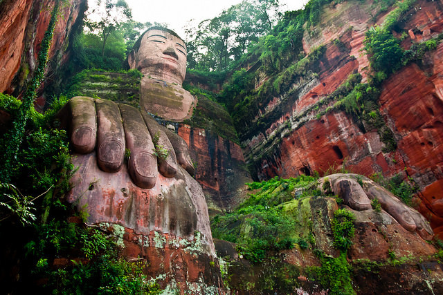 Grand Buddha de Leshan en Chine  vue de bas