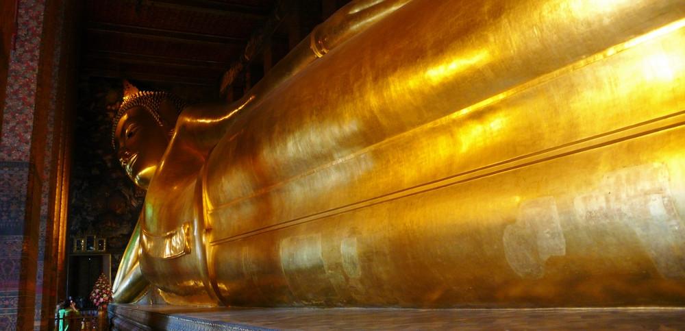 Bouddha couché Le Wat Pho Bangkok
