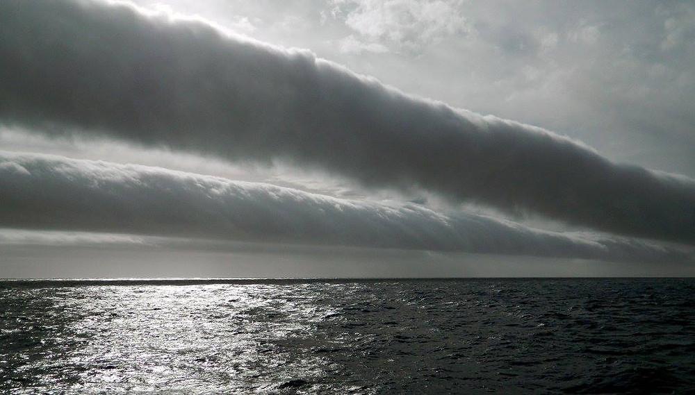 nuage tube  morning glory cloud