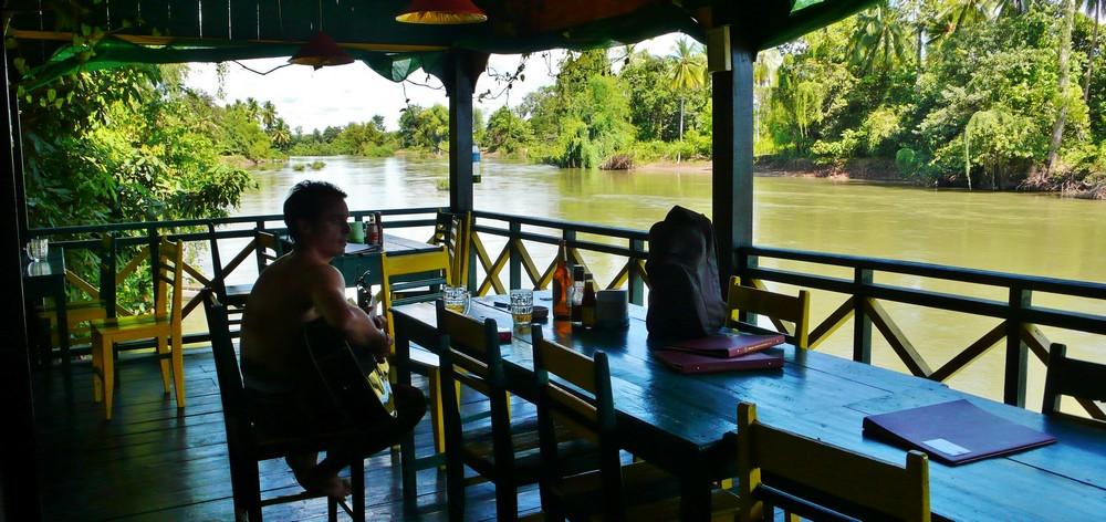 Terrasse sur le Mékong Don Det Laos 4000 îles