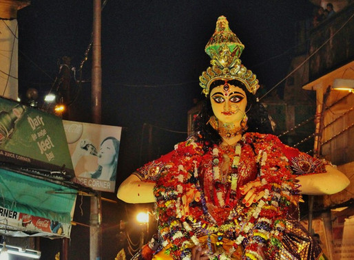La Durgā pūjā à Bénarès en Inde