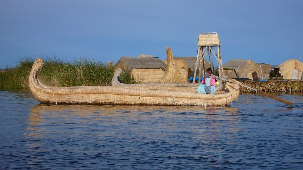 Puno Pérou - pirogue Iles Uros