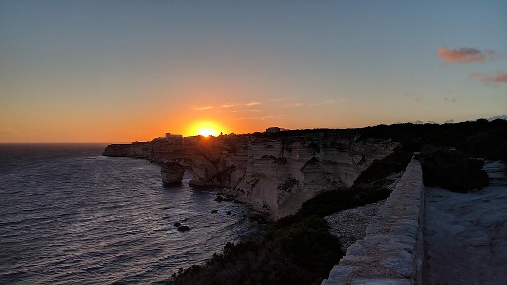 Bonifacio Falaises nuit sentier