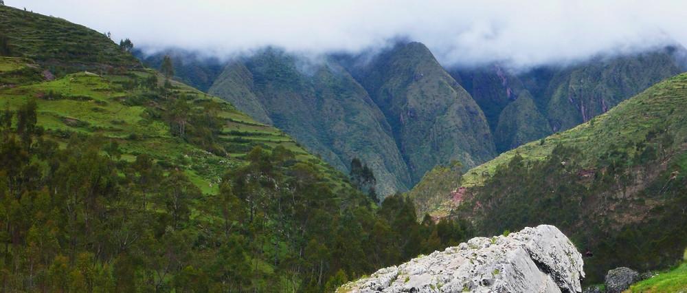 montagnes Chinchero au Pérou