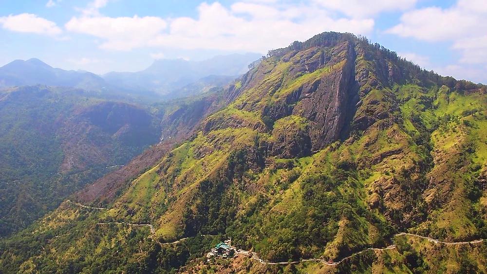 sommet du Little Adam's Peak Ella au Sri Lanka