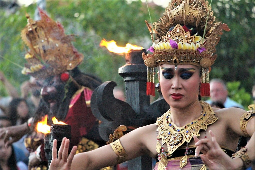 spectacle balinais uluwatu temple
