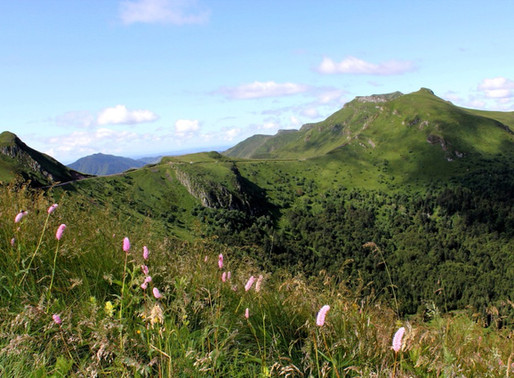 Les Monts du Cantal en France