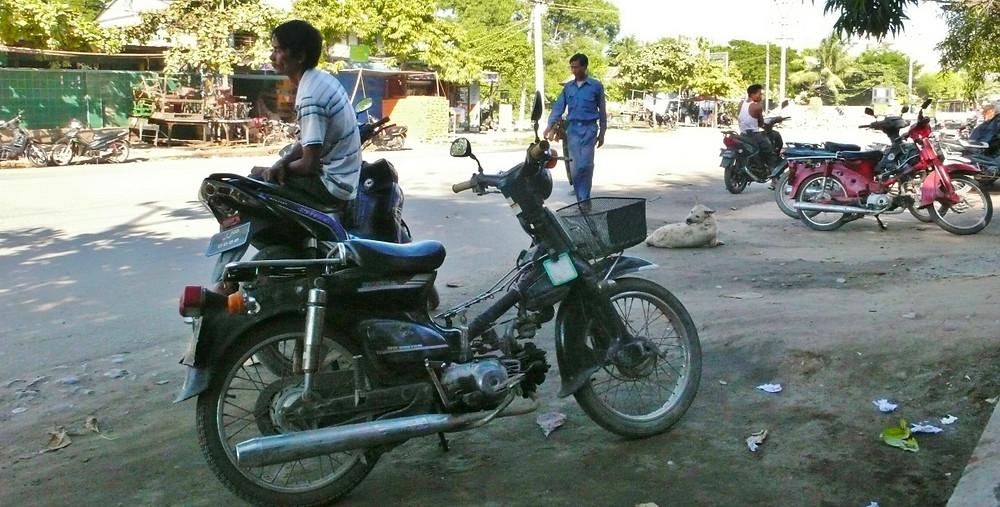 Mandalay à moto