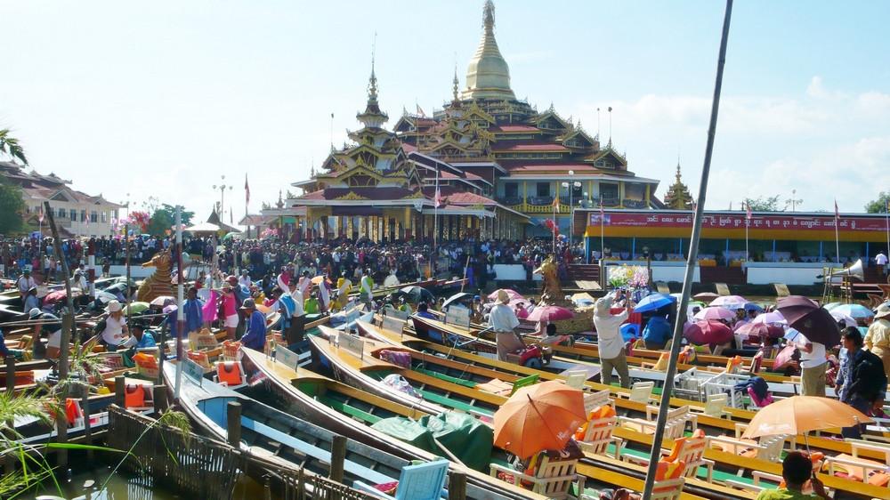 Lac Inlé processions du Phaung Daw U